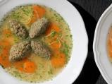 Бистра супа с кнедли от дроб